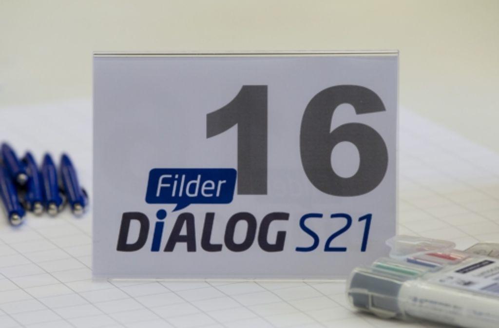 Sieben Stunden lang haben die Teilnehmer des Filderdialogs getagt. Foto: dapd