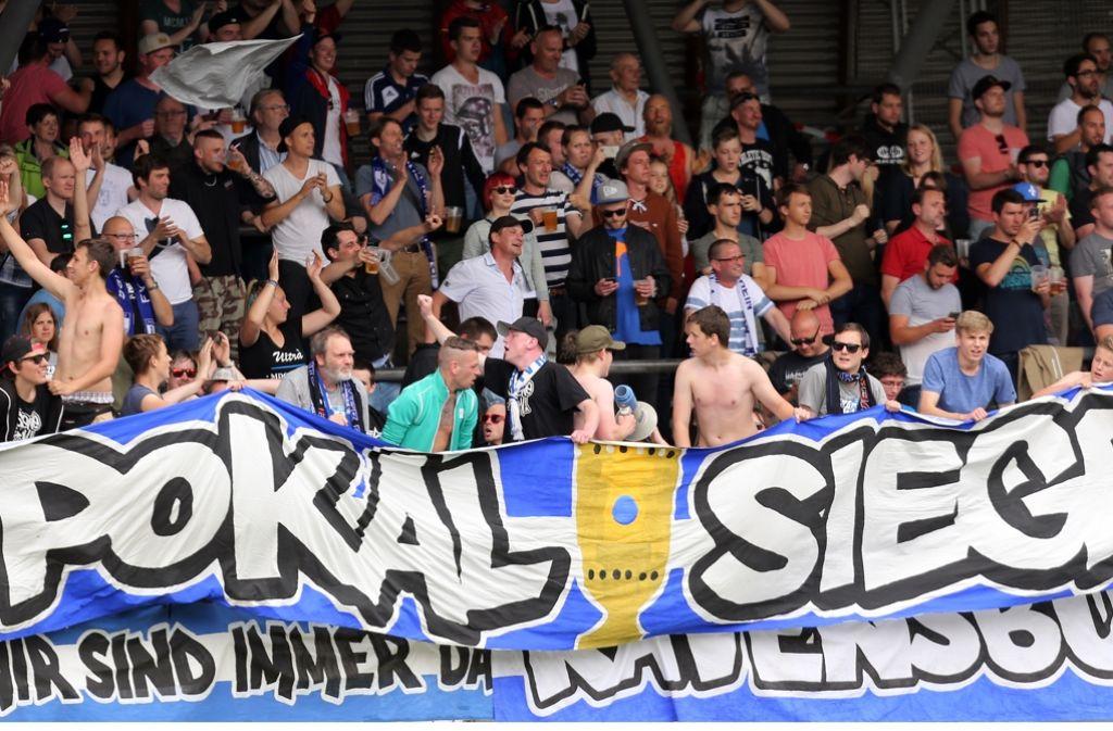 Rund 1200 Fans des FV Ravensburg feiern den  WFV-Pokal-Sieg in Stuttgart. Foto: Baumann