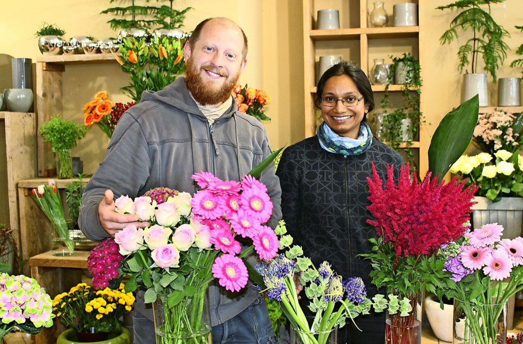 Das Ehepaar Ruben und Sarwat Schlumpberger von Blumen Alberth in Möhringen ist gut auf den Muttertag vorbereitet Foto: Caroline Holowieck/i