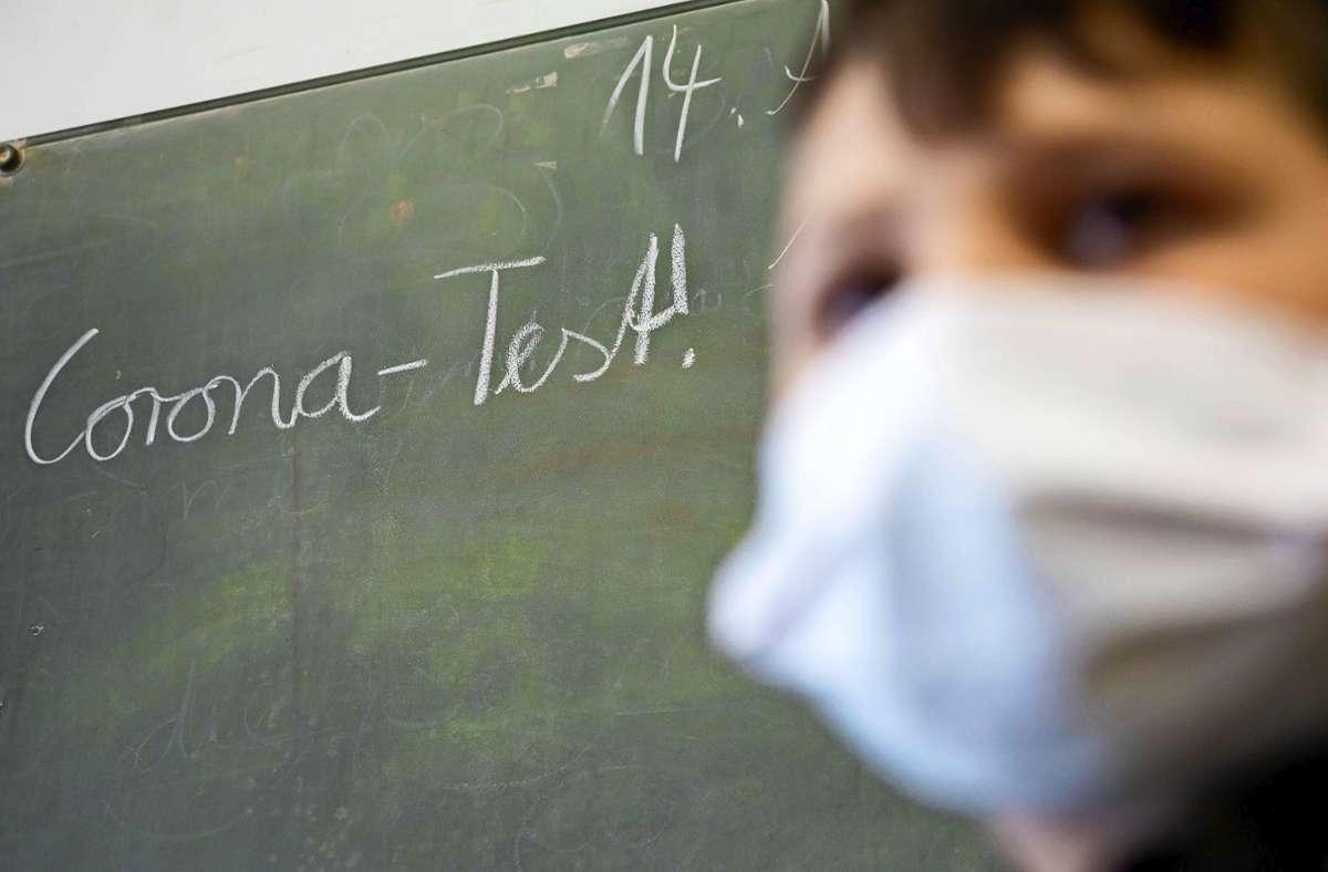 Ein Coronatest ist die Bedingung für die Teilnahme am Präsenzunterricht. Foto: dpa/Soeder