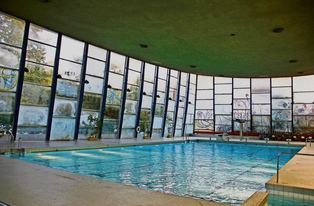 Ab  August wird die Schwimmhalle an der Wiener Straße umfangreich saniert. Rund zwei Jahre wird sie geschlossen bleiben. Foto: Georg Friedel