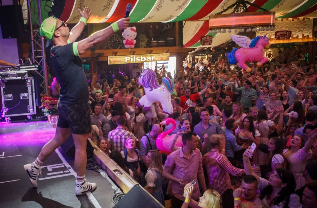 Ausgelassene Stimmung herrschte bei der Mallorca-Party auf dem Stuttgarter Frühlingsfest. Foto: 7aktuell.de/Daniel Boosz