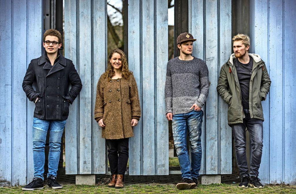 Zusammen sind sie Once on Earth (von links): Jan Hähl (Keyboard), Jana Binder (Gesang, Bass), Nicolai Blank (Gitarre) und Jonathan Butsch (Schlagzeug) Foto: Frank Eppler