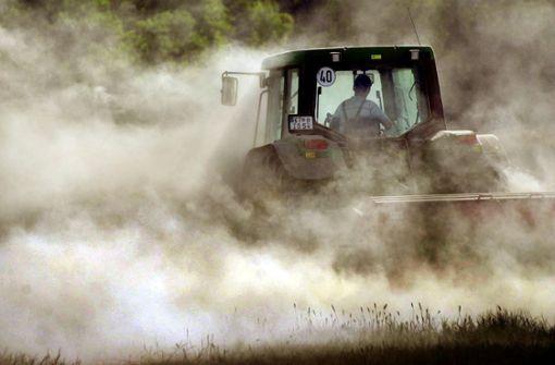 Landwirt rastet aus und greift Hundehalter an