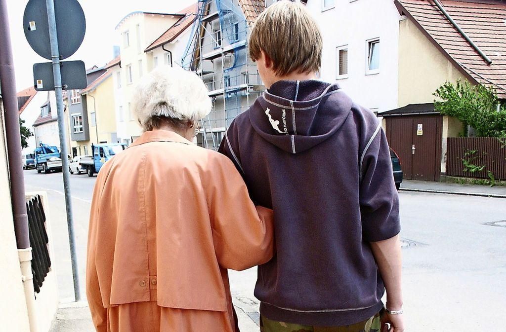 Die Ehrenamtlichen helfen bei Einkäufen, begleiten zu Arztbesuchen oder leisten den Senioren einfach mal Gesellschaft. Foto: