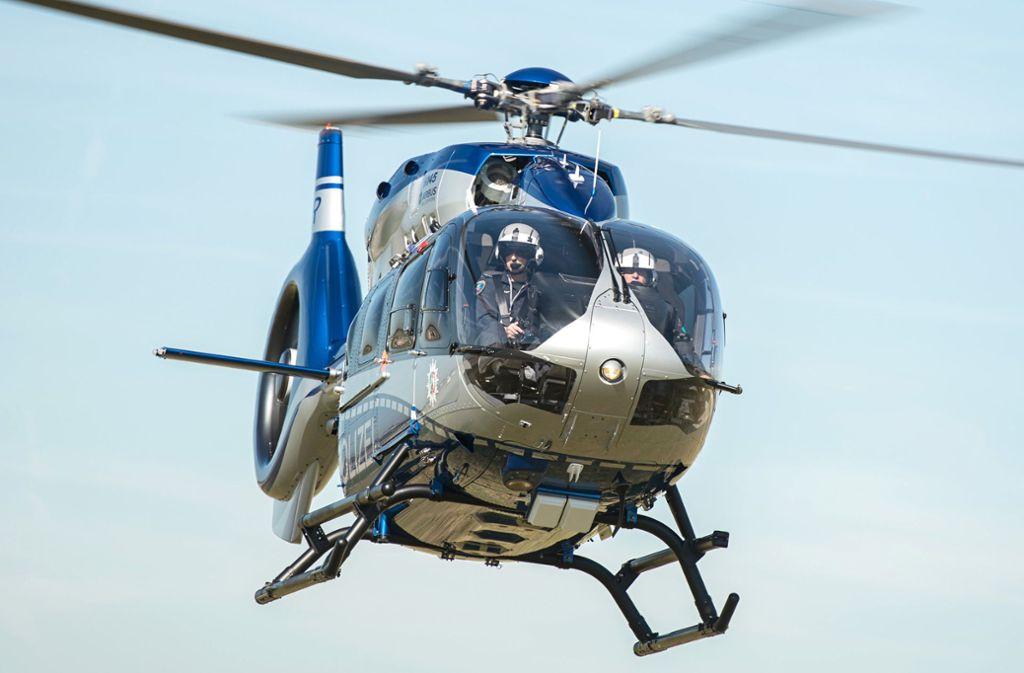Mit einem Hubschrauber hat die Polizei nach dem Vermissten gesucht (Symbolfoto). Foto: dpa