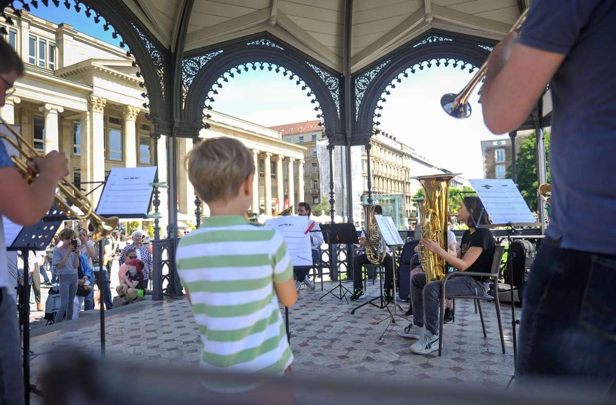 Der Pavillon vor dem Königsbau ist nur einer von mehreren Spielorten gewesen, an denen die jungen Nachwuchsmusiker gespielt haben. Foto: Lichtgut/Max Kovalenko