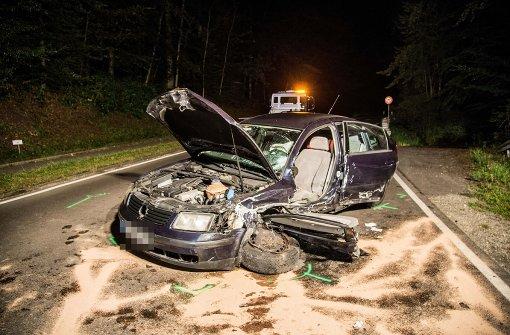 Frau in Auto eingeklemmt und schwer verletzt