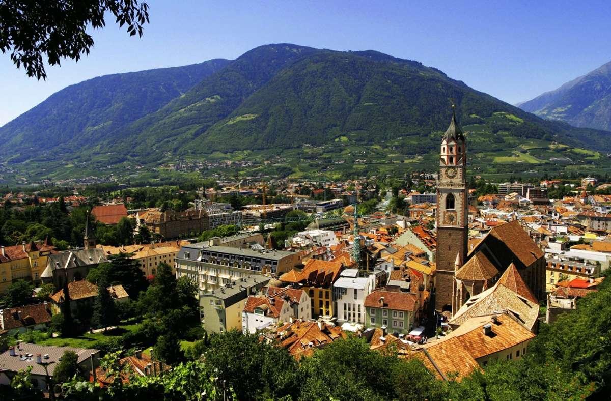 In Südtirol  – hier ein Blick auf Meran – ist noch mehr erlaubt als andernorts in Italien. Foto: Imago/blickwinkel