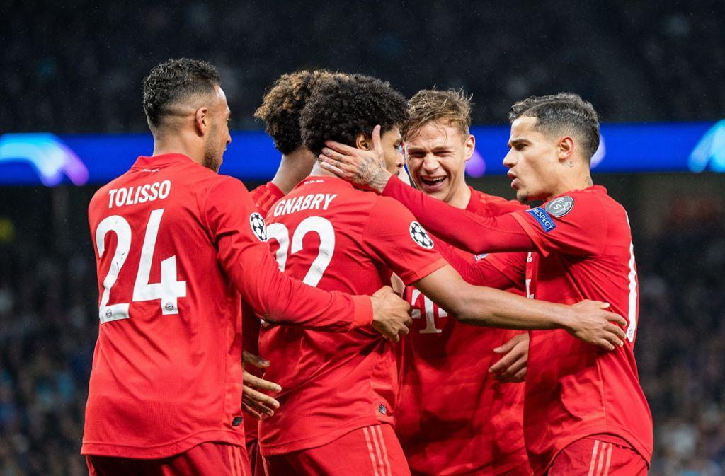 Hatten allen Grund zur Freude: Der FC Bayern gewinnt gegen Tottenham mit 7:2. Foto: dpa/Matthias Balk