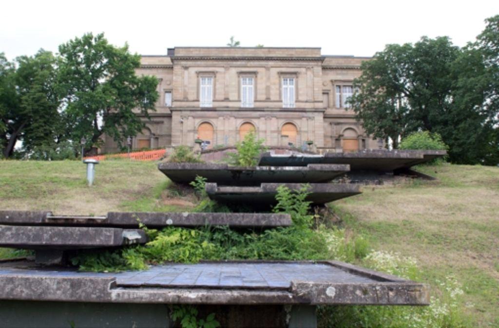 Die Stadt kauft die Villa Berg für 300 000 Euro. Auch der Park muss saniert werden. In der Bilderstrecke zeigen wir die Historie des Kulturdenkmals. Foto: dpa