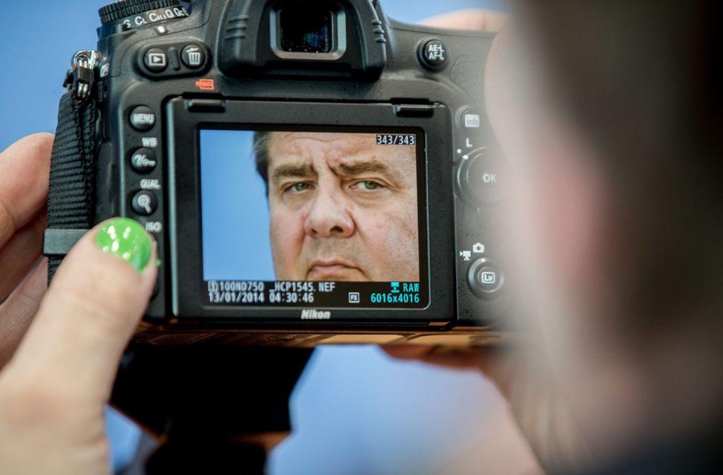 Der geschäftsführende Außenminister Sigmar Gabriel (SPD) bedauert es einem Medienbericht zufolge, bei seiner Kritik am scheidenden SPD-Chef Martin Schulz die eigene Tochter ins Feld geführt zu haben. Foto: dpa