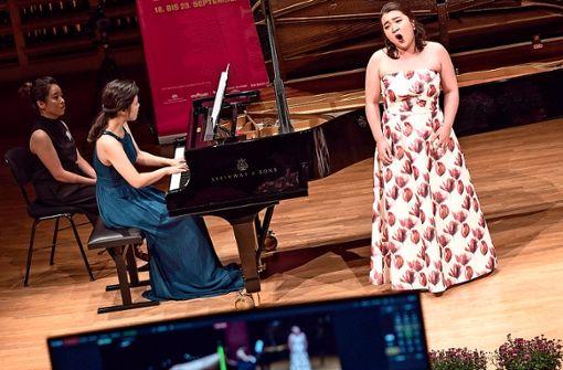 Junge Lied-Talente sind wieder beim 12. Internationalen Wettbewerb für Liedkunst in Stuttgart zu erleben. Dabei zählt die künstlerische Gesamtleistung, das Zusammenspiel von Gesang und Klavier.
