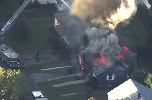 Dutzende Häuser brennen – eine Person stirbt