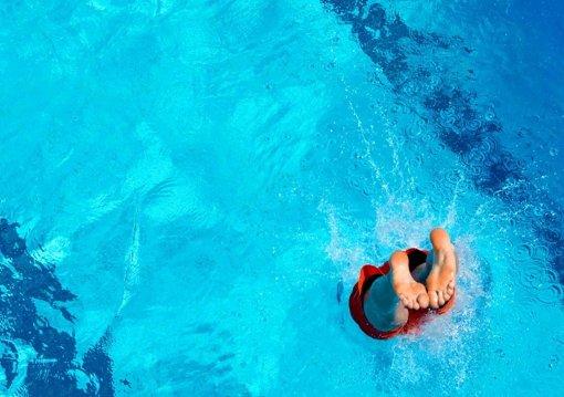 saisonbeginn die schwimmer d rfen ins freie stuttgart stuttgarter zeitung. Black Bedroom Furniture Sets. Home Design Ideas