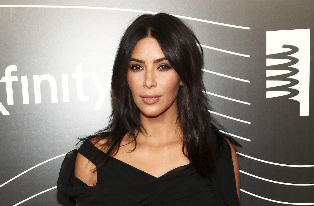 Drei Monate ist es her, dass Kim Kardashian in ihrem Hotelzimmer überfallen und ausgeraubt wurde. Sie hatte sich darauf aus den sozialen Medien zurückgezogen. Jetzt ist sie wieder da. Foto: Invision