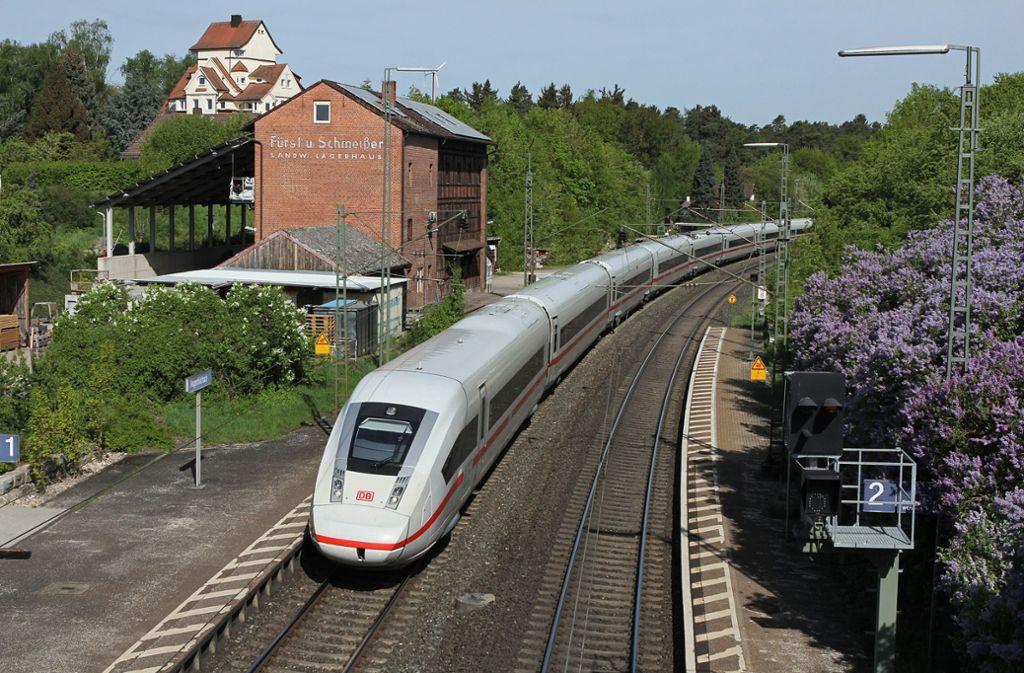 Der ICE 4 wird durch einen Zusatzwagen 375 Meter lang und damit zum längsten Schnellzug der Deutschen Bahn. Foto: Bahn