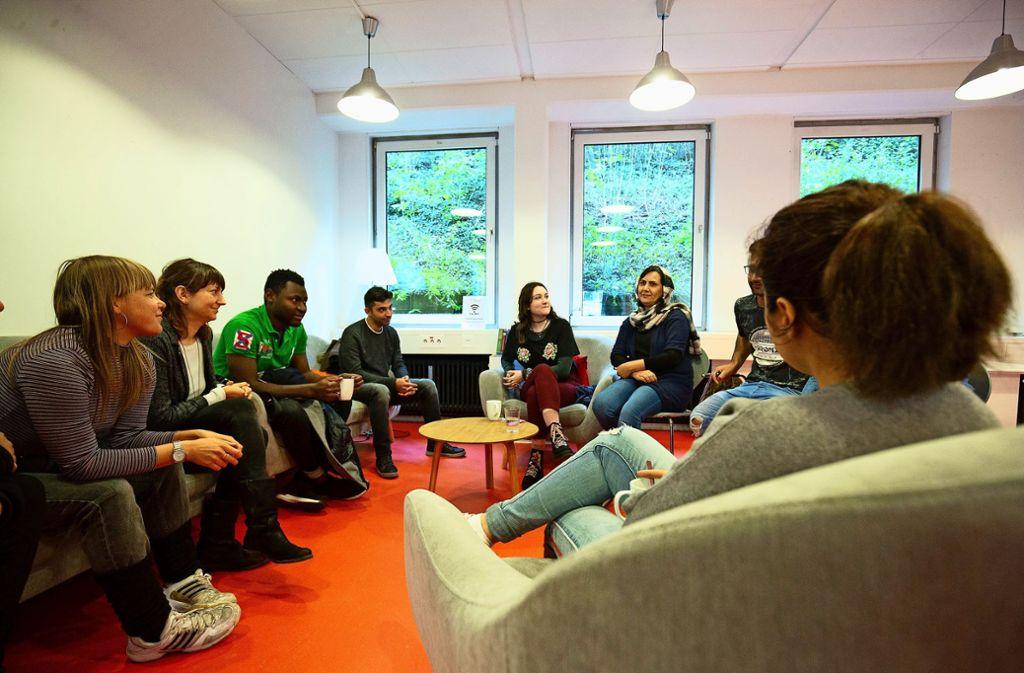 m  Sprachcafé lernen jüngere wie ältere Geflüchtete, in lockerer Atmosphäre Deutsch zu sprechen. Foto: