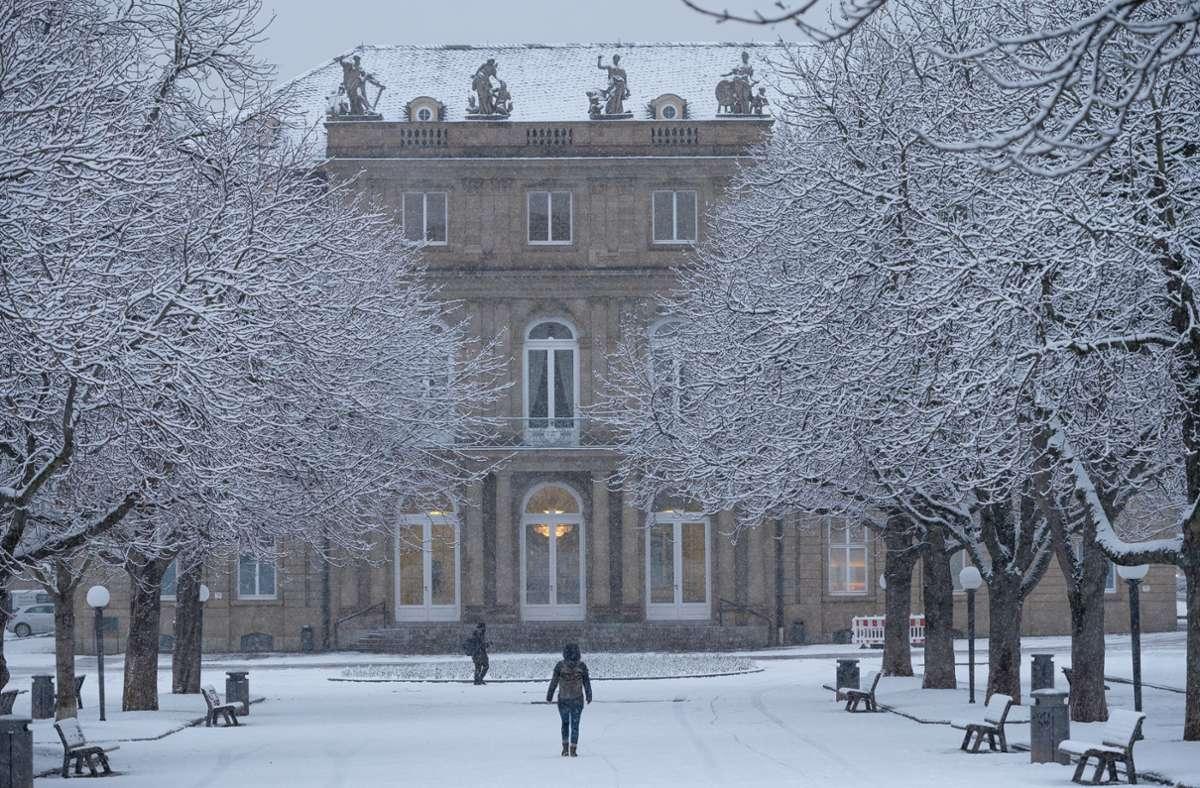 Ein seltener Anblick: Sogar auf dem Schlossplatz liegt Schnee. Foto: Lichtgut//Leif Piechowski