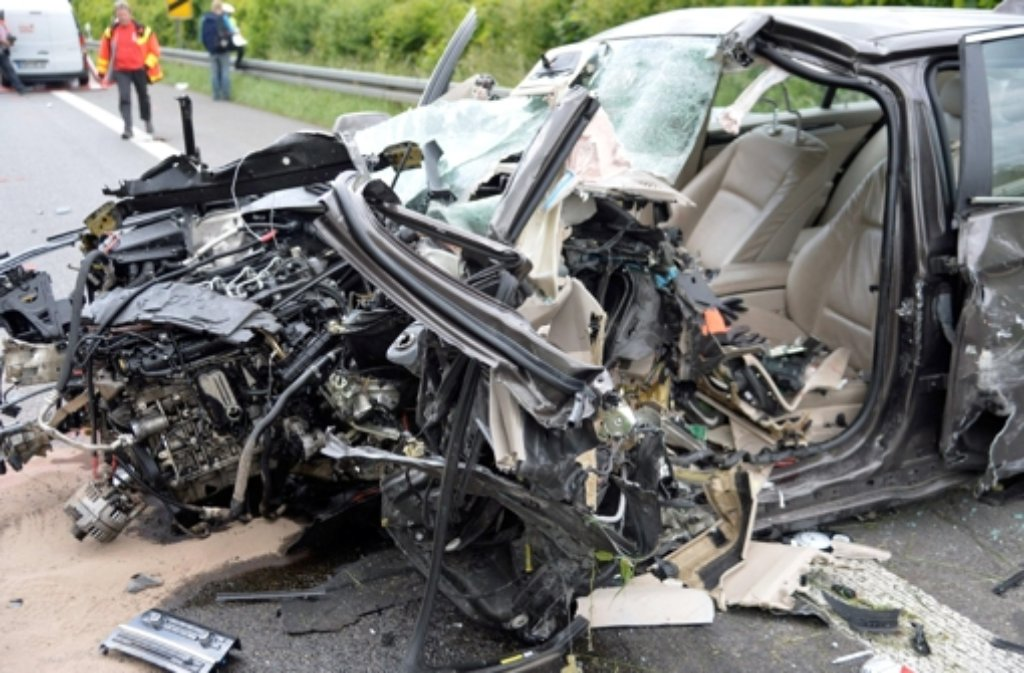 Bei einem schweren Geisterfahrer-Unfall in der Nähe von Lorch sind die 86-jährige Verursacherin sowie ihr 22 Jahre alter Unfallgegner ums Leben gekommen. Foto: dpa
