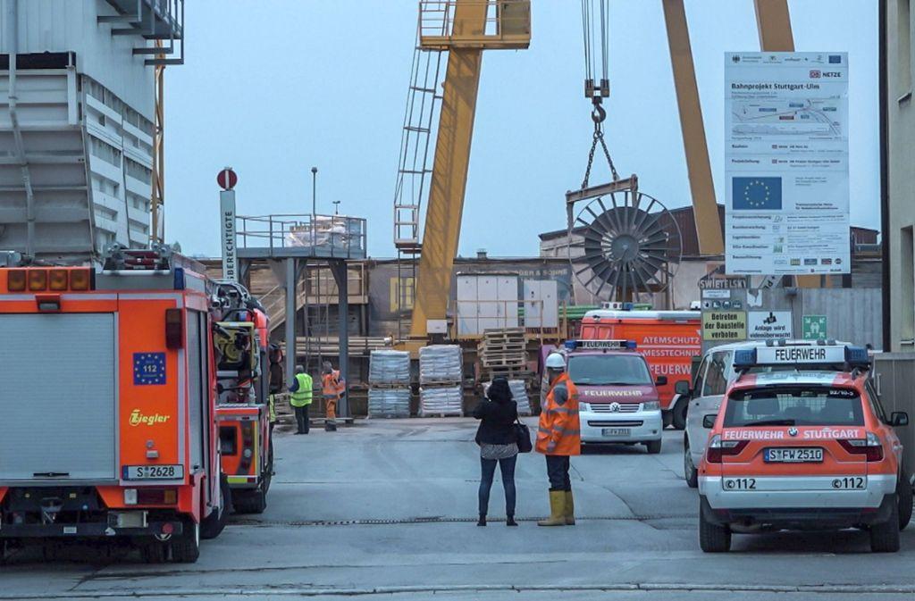 Von der Ulmer Straße in Wangen aus kommt die Feuerwehr in den Tunnel. Foto: 7aktuell/Simon Adomat