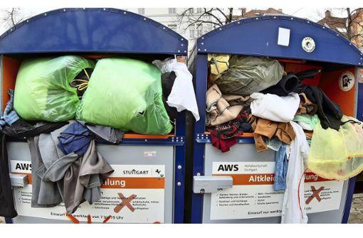Zunehmend   Müll in Altkleidercontainern