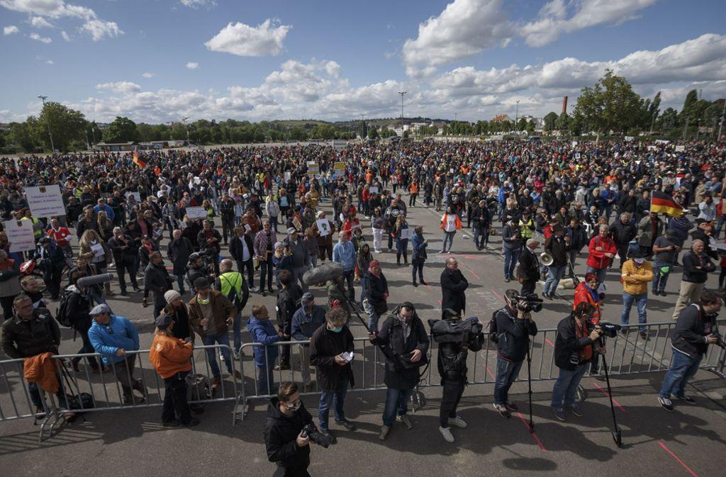 """Hinter dem Protest steht die Initiative """"Querdenken"""". Foto: Lichtgut/Julian Rettig"""