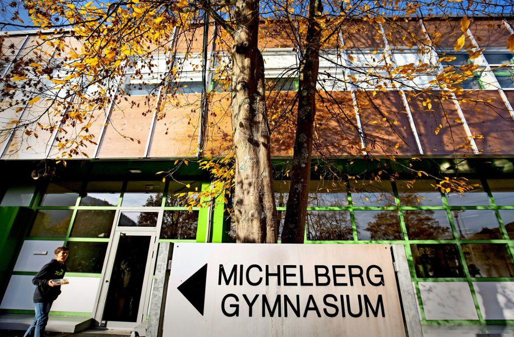 Saniert und doch marode: das Schulgebäude kann nicht genutzt werden. Foto: Michael Steinert/Archiv