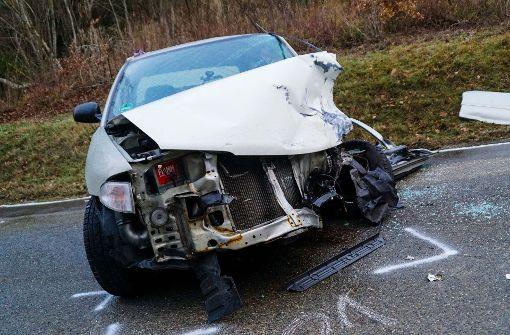 Drei Verletzte bei Unfall auf glatter Straße