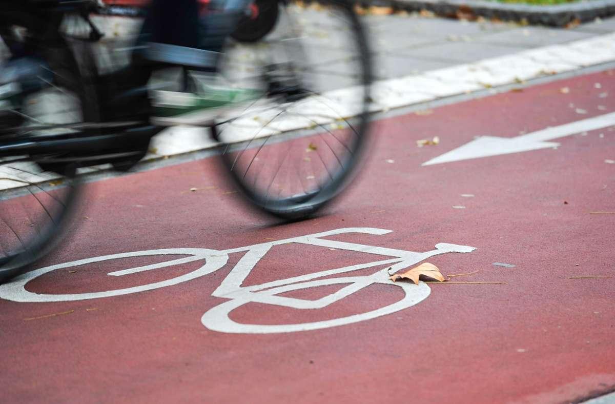Bei einem Zusammenstoß zweier Radfahrer wurde  eine Frau schwer verletzt (Symbolbild). Foto: Lichtgut/Max Kovalenko