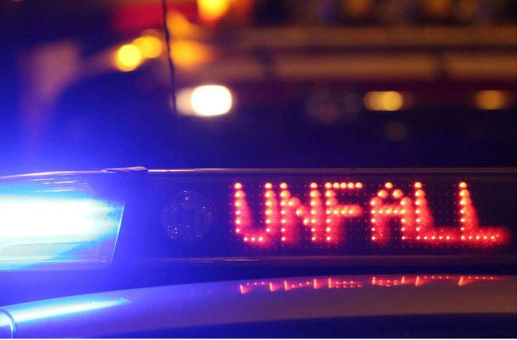Der 19-jährige BMW-Fahrer ist mit Alkohol und Drogen im Blut unterwegs. Foto: dpa