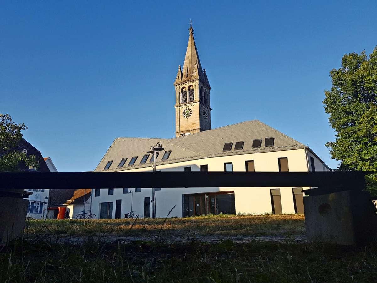 Der Platz vor der Michaelskirche ist kein Ort der großen Worte. Foto: Michael Werner