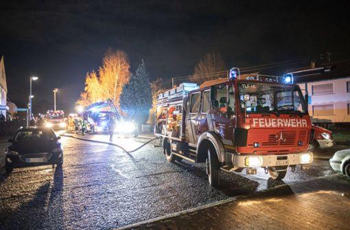 Zwei Verletzte bei Brand auf Terrasse –  Hoher Sachschaden