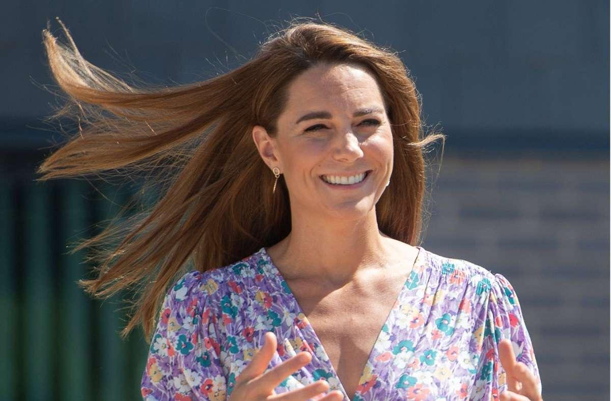 Herzogin Kate hat ganz einfache Tricks, damit ihre Haare stets perfekt aussehen. Foto: imago images/i Images/Pool / i-Images
