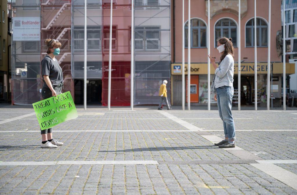 Viele Stuttgarter haben frühzeitig in der Coronakrise das Abstandsgebot eingehalten. Foto: dpa/Marijan Murat