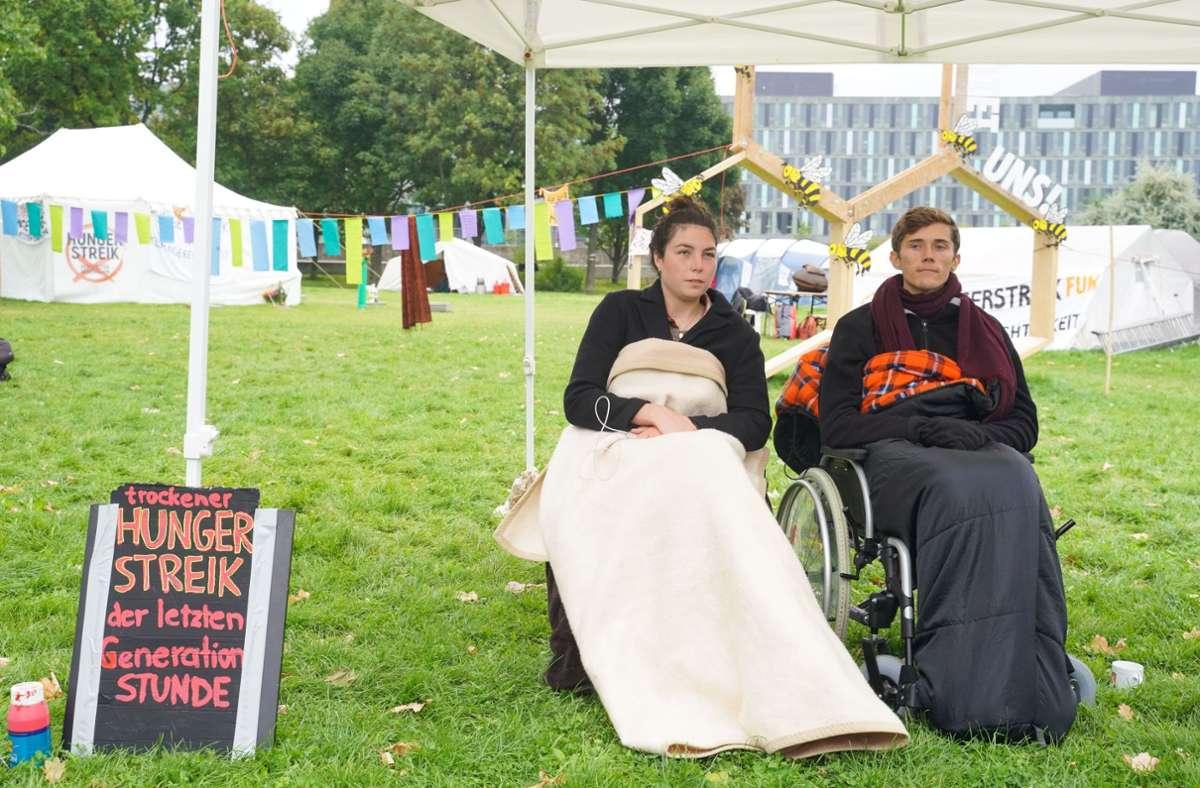 Henning Jeschke und  Lea Bonasera haben bekannt gegeben, dass sie nun auch in einen trockenen Hungerstreik treten. Foto: dpa/Jörg Carstensen