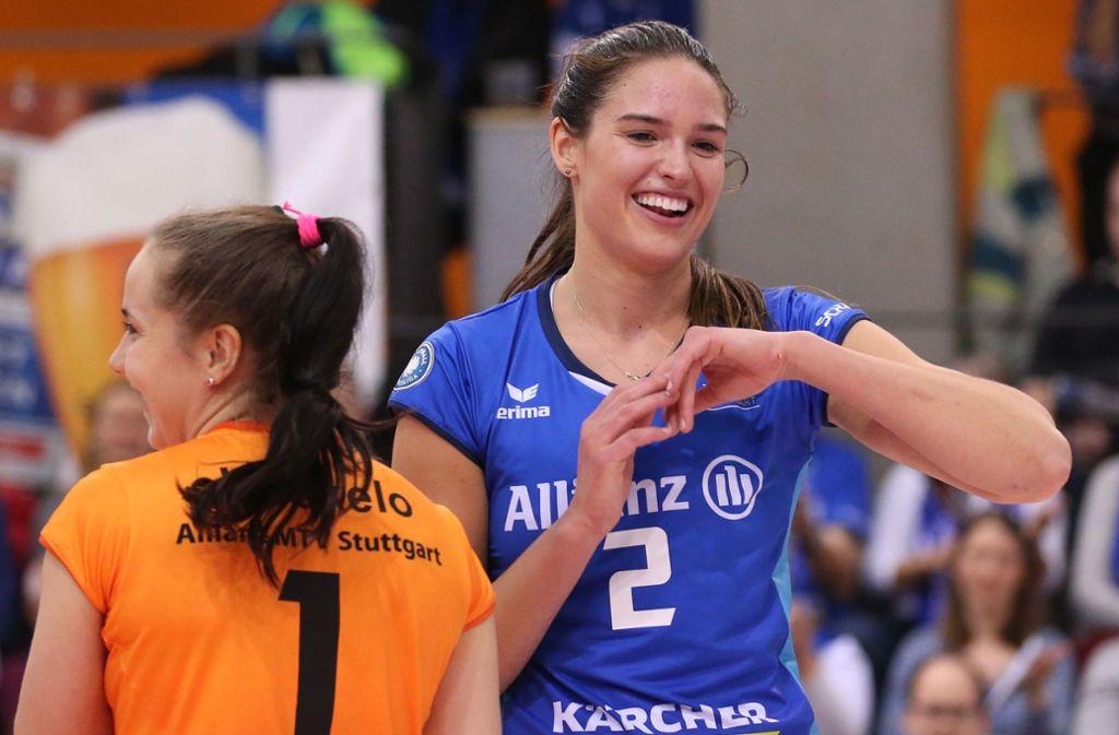 Die US-Amerikanerin Sarah Wilhite (re.) kam im vergangenen Sommer aus Italien zu Allianz MTV Stuttgart. Foto: Baumann