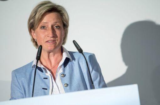 Nicole Hoffmeister-Kraut kritisiert Höhe der Porsche-Prämie