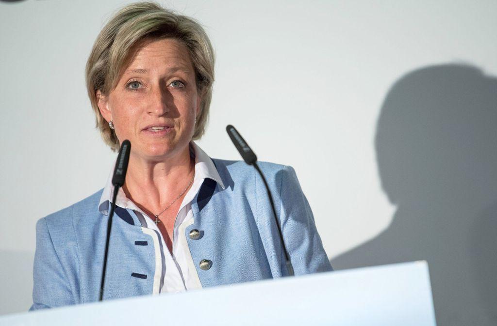 Nicole Hoffmeister-Kraut kritisiert die Höhe der Bonuszahlung von Porsche. Foto: dpa/Sebastian Gollnow