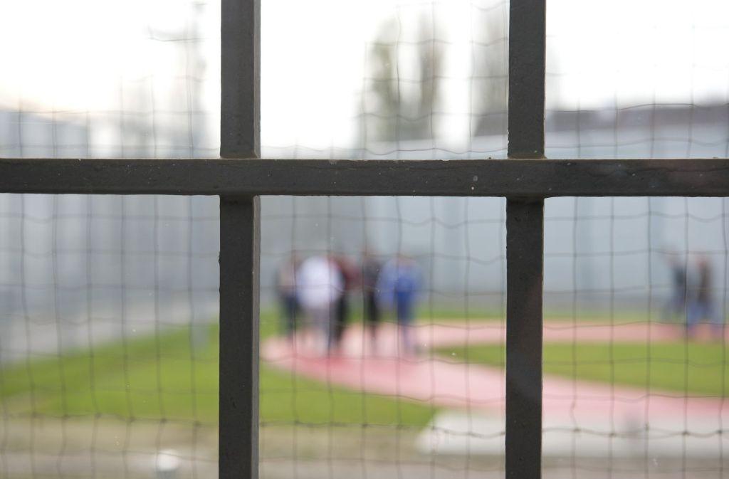 Ein 48-Jähriger Sexualstraftäter muss seine Persönlichkeit in einer Therapie hinter Gittern in den Griff bekommen. Foto: dpa
