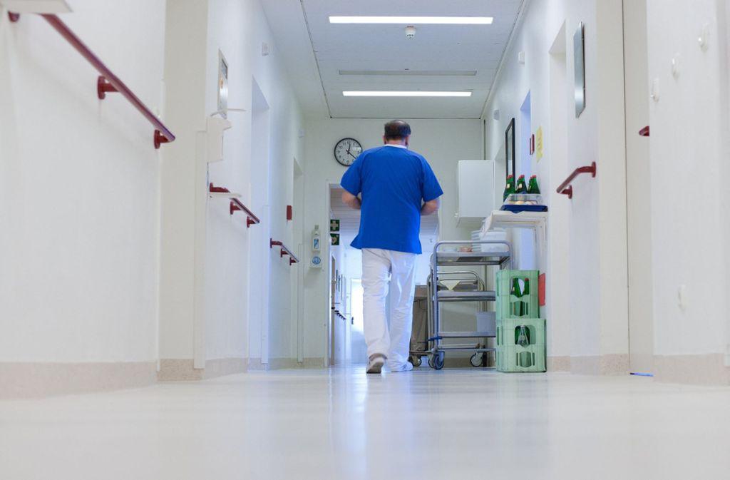 Tatort Krankenhaus: In einer Stuttgarter Klinik haben Unbekannte einen Patienten bestohlen, der sich gerade im Operationssaal befand. Die Polizei sucht Zeugen. (Symbolfoto) Foto: dpa