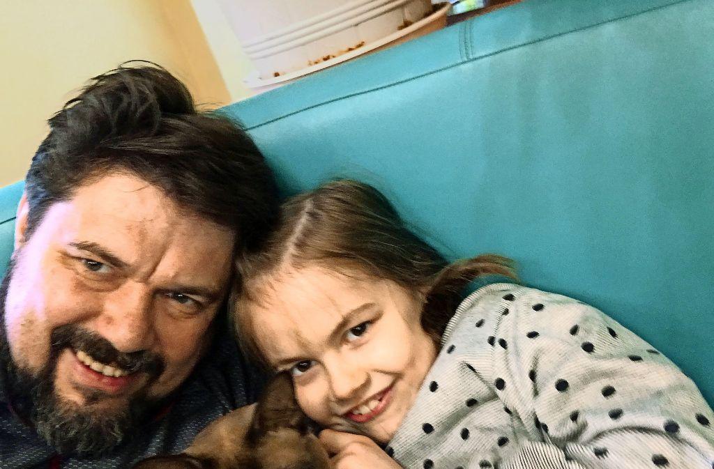 Thomas Karzelek mit Lara im Kinderhaus in Legnica Foto: privat