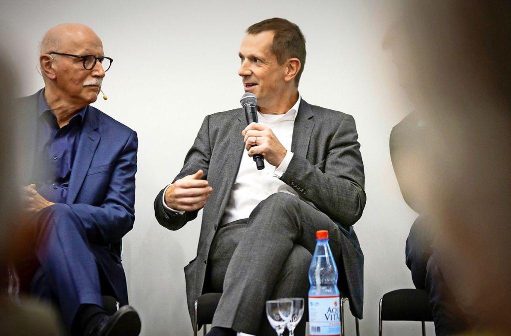 Stadträte wie Alexander Kotz (CDU) stellen sich auf dem  Architektur-Symposium den Fragen des Aufbruch-Stuttgart-Vorstandsvorsitzenden Wieland Backes (links) Foto: Lichtgut/Julian Rettig