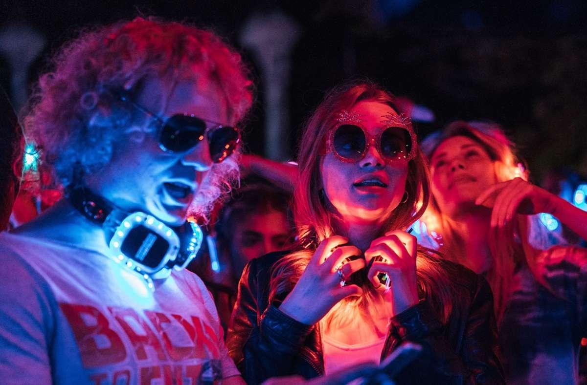 Unistadt Freiburg: Mia (Luna Wedler, Mitte) und ihre Freunde experimentieren mit synthetischen Partydrogen. Foto: Netflix