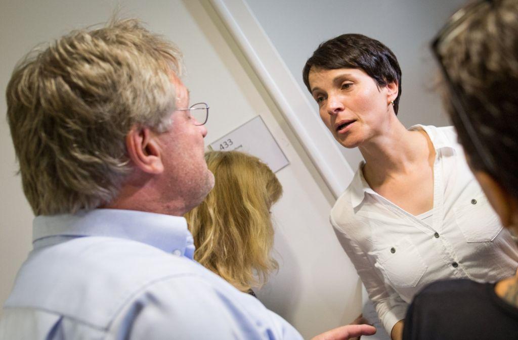Rivalen an der Parteispitze: Frauke Petry und Jörg Meuthen liefern sich einen offenen Machtkampf – und trafen in Stuttgart direkt aufeinander. Foto: dpa