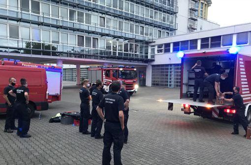Ammoniak-Austritt in Eishalle führt zu Feuerwehr-Großeinsatz