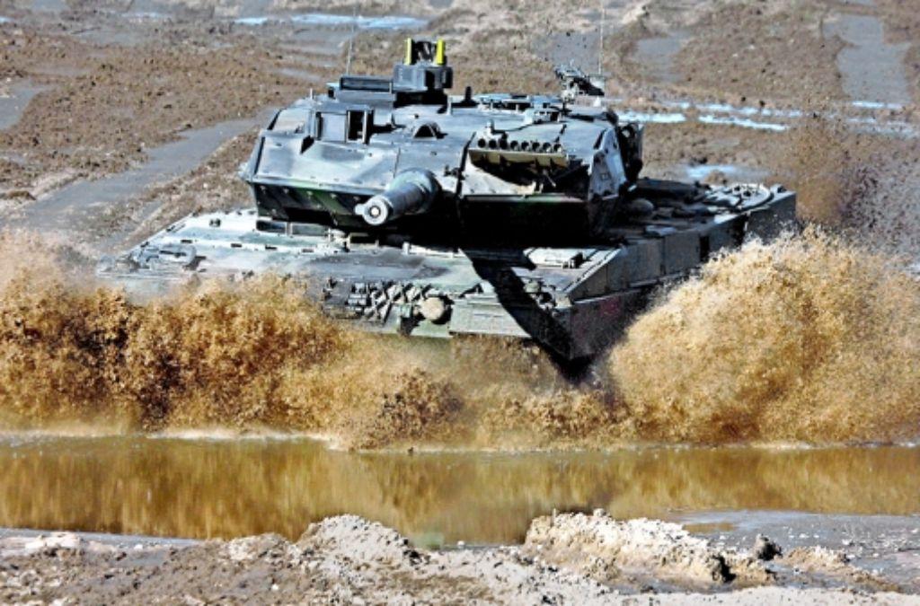 Wirtschaftsminister Gabriel will nicht nur beim Export von Kampfpanzern  künftig  restriktiver entscheiden. Foto: Bundeswehr
