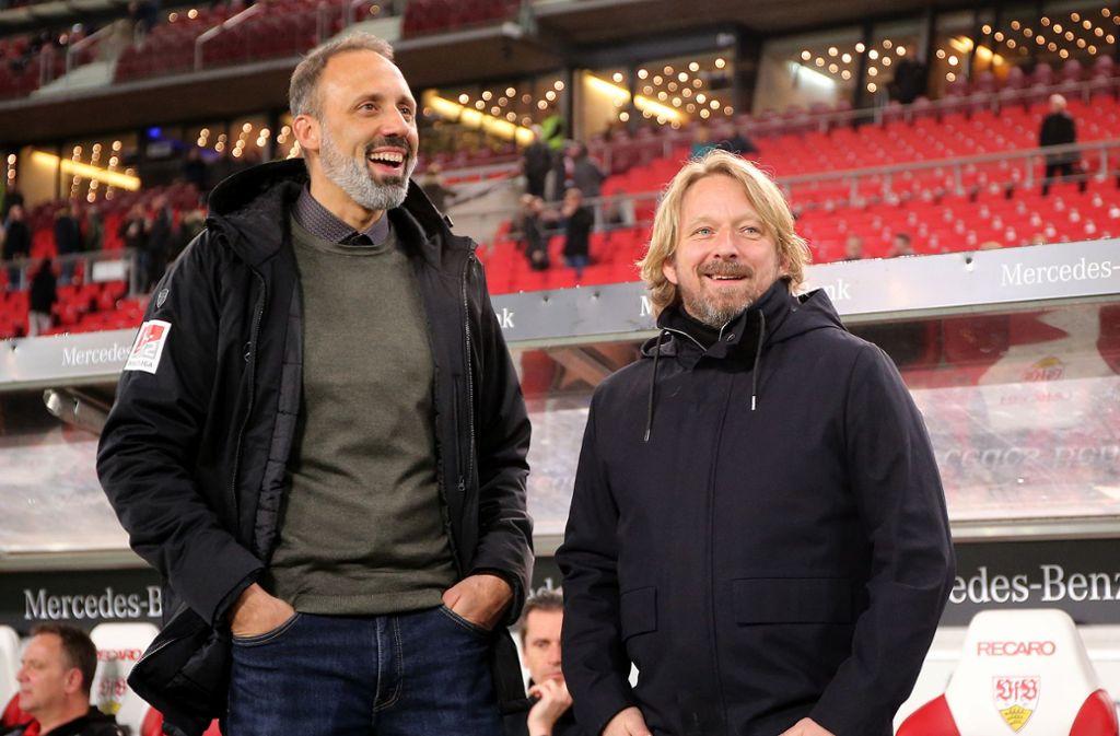 VfB-Sportdirektor Sven Mislintat (re.) stärkt dem Trainer Pellegrino Matarazzo den Rücken Foto: Baumann