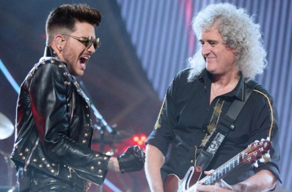 Adam Lambert (links) ist der neue Queen-Sänger, hier gemeinsam mit dem Gitarristen Brian May bei einem Konzert in Wien Anfang Februar 2015. Foto: APA