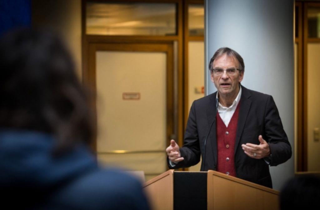 Verwaltungsbürgermeister Wölfle (Bild) will Peter Pätzold als künftigen Baubürgermeister sehen. Darüber haben die  Grünen intern mächtig gestritten. Foto: Lichtgut/ Achim Zweygarth